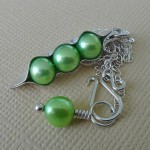 three pea pod necklace